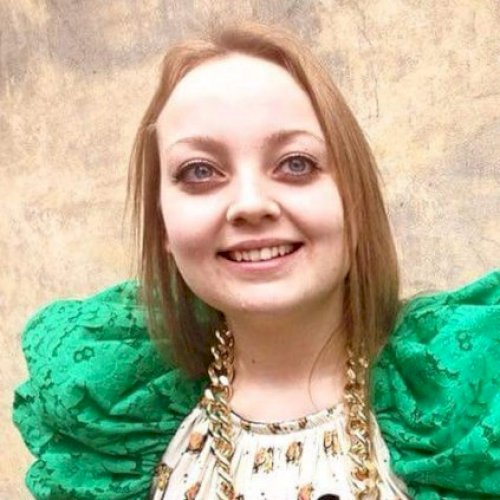 Anna - Sunshine Coast: Hi! I am Anna, I love languages, travel...