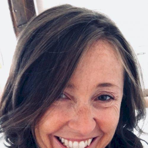 Antonia - Dubai: I am Antonia, Italian and bilingual in Spanis...