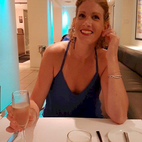 Beth - Sydney: I am Beth, fluent English speaker, looking to h...