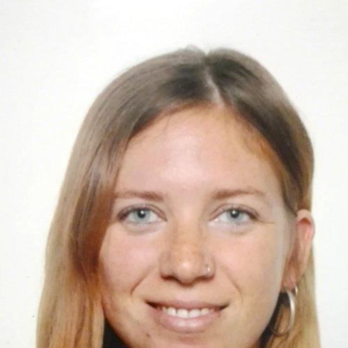 Dina - Dubai: I am Dina, a Spanish teacher from Barcelona curr...