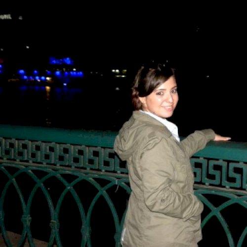 Giselle - Abu Dhabi: Hola, my name is Giselle. I'm a Spanish s...