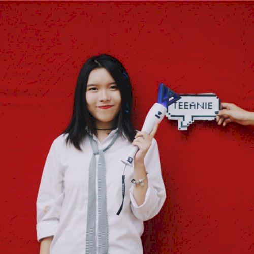 Nguyen - Paris: Hi. I'm Angie, I'm Vietnamese and now student ...