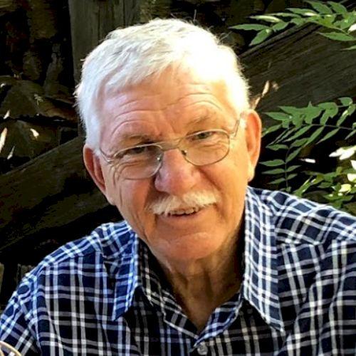 Kobus - Afrikaans Teacher in Canberra: I'm am a retired Afrika...