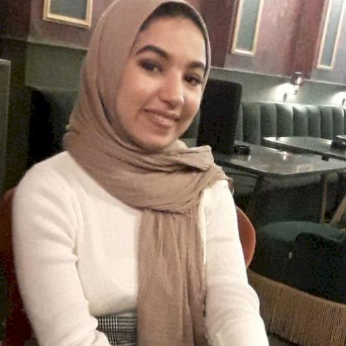 Meriam - Arabic Teacher in Istanbul: Hey! I am an Architecture...