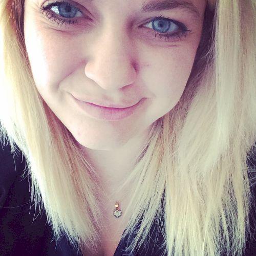 Christina - Sydney: Hi! My name is Christina, and I'm 26 years...