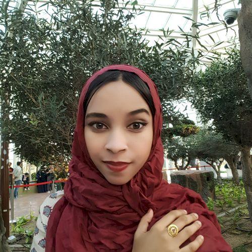 Natasha - English Teacher in Abu Dhabi: I've been living in th...
