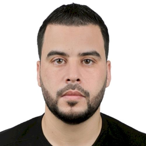 Kais - French Teacher in Dubai: Hi everyone, my name is Kais. ...