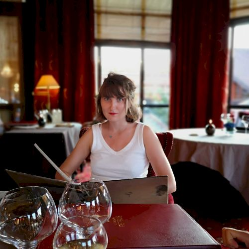 Ewane - French Teacher in Paris: Hello, I teach French to fore...