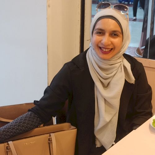 Zaitun - Indonesian Teacher in Jakarta: Hi.  I love teaching, ...