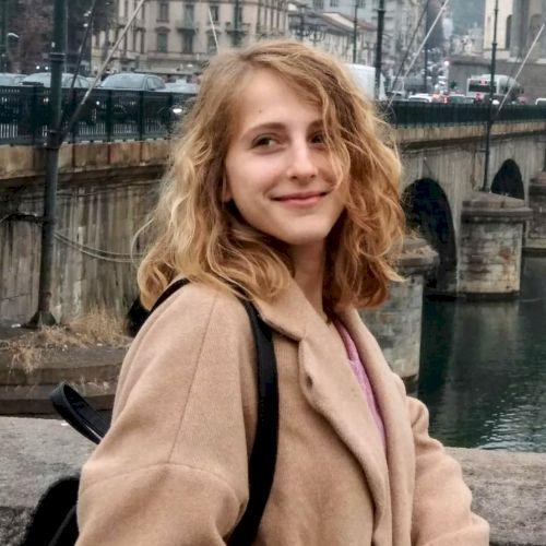 Giovanna - Italian Teacher in Bruxelles: Cari tutti... I am an...
