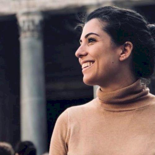Giulia - Italian Teacher in Bruxelles: Ciao a tutti! My name i...