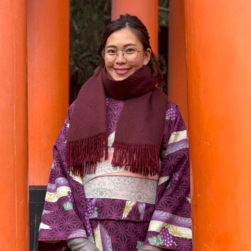 Reina - Japanese Teacher in Hong Kong: Konnichiwa! I'm Reina...