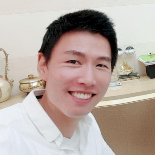 Se Yong - Korean Teacher in Dubai: I'm from South Korea and cu...
