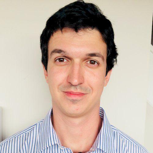 Loan - Portuguese Teacher in Melbourne: Well literate man, avi...