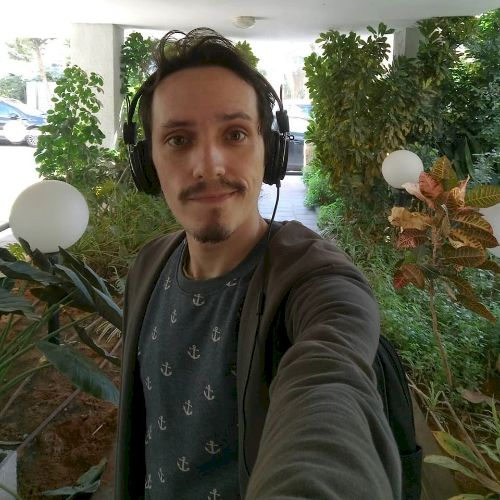 Elie Victor - Portuguese Teacher in Tel Aviv: I'm from Sao Pau...