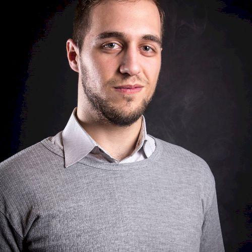 Edward - Romanian Teacher in Madrid: Hello everyone, my name i...