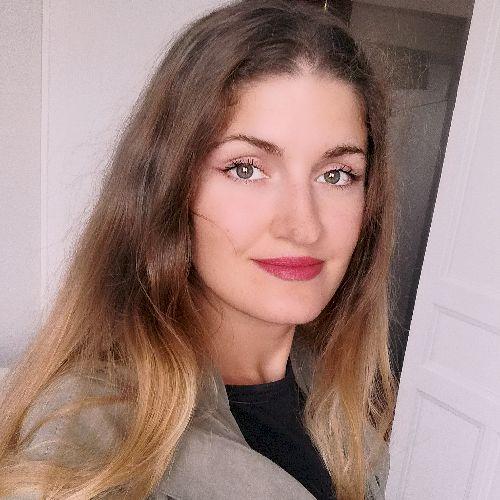 Yulia - Paris: Hello. My name is Yulia. I'm a native Russian s...