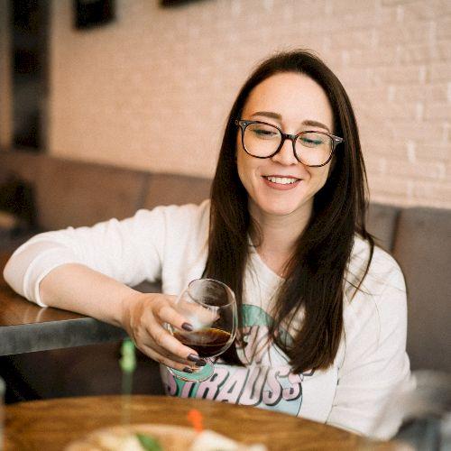 Marina - Russian Teacher in Tel Aviv: Hey! I'm Marina, I mov...