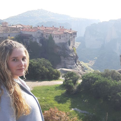Ainara - Spanish Teacher in Athens: I'm here in Athens working...