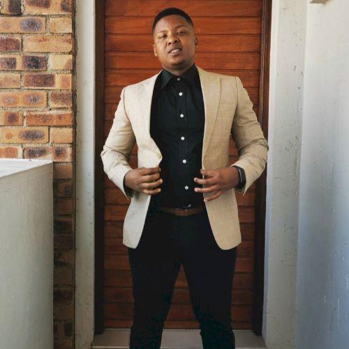 Lukhanyiso - Xhosa Teacher in Johannesburg: I am a young energ...