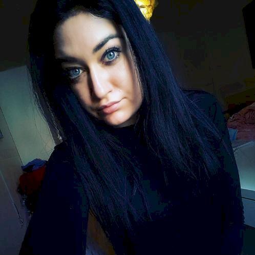 Ada - Albanian Teacher in Berlin: Hello everybody! My name is...
