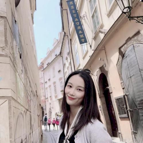 Amber - Chinese / Mandarin Teacher in Prague: Hello, my name i...