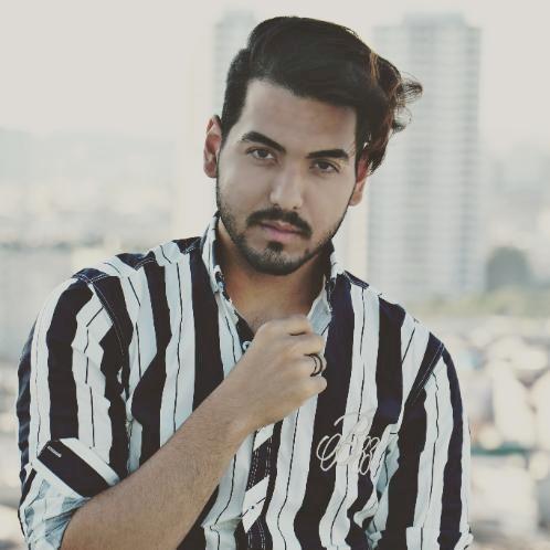 Amir - Athens: Hi I'm Amir I live in Athens  I also speak Eng...