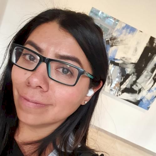 Ana - Hebrew Teacher in Dubai: Shalom! I am a full-time Hebrew...