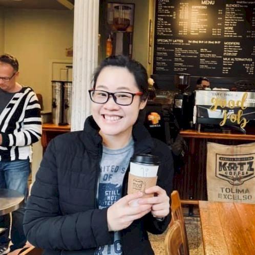 Annette - Bangkok: I am Thai native speaker who lives in Thail...