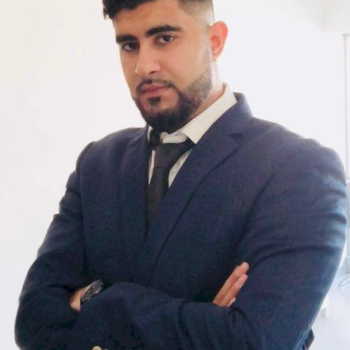 Asif - English Teacher in Abu Dhabi: Hi, I'm a native Britis...