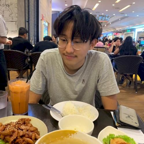 Avery - English Teacher in Singapore: Able to teach both Engli...