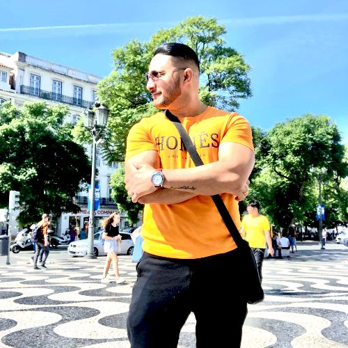 Bhupinder - Hindi Teacher in Lisbon: Hi my name is Bhupinder s...