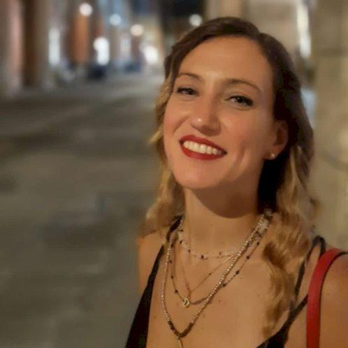 Daisy - Bologna: Hi everybody,  I'm an English teacher. My...