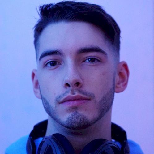 David - Berlin: Hi! I'm David, 22 years old, with 5 years of t...