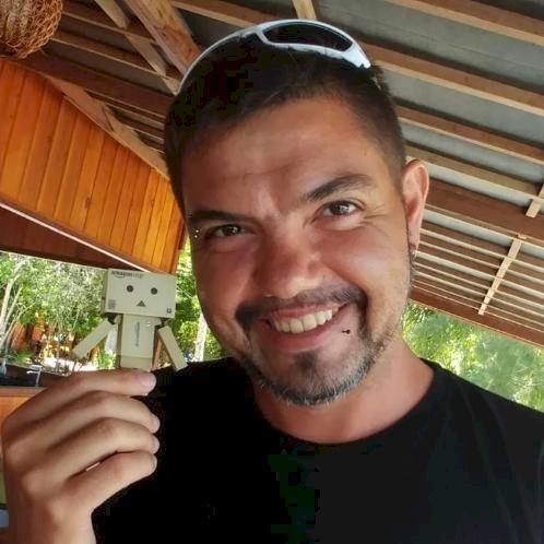 David - Jakarta: Hi, my name is David. I'm a Spanish guy livi...