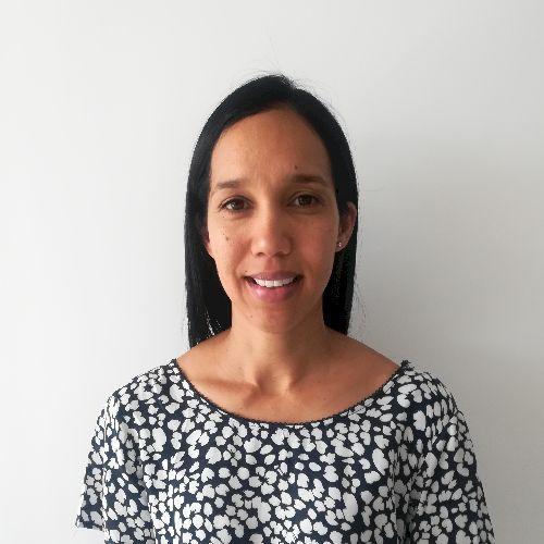 Debra - English Teacher in Doha: I am a qualified Speech and L...