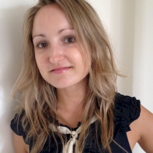 Delphine - French Teacher in Dubai: French teacher helping you...