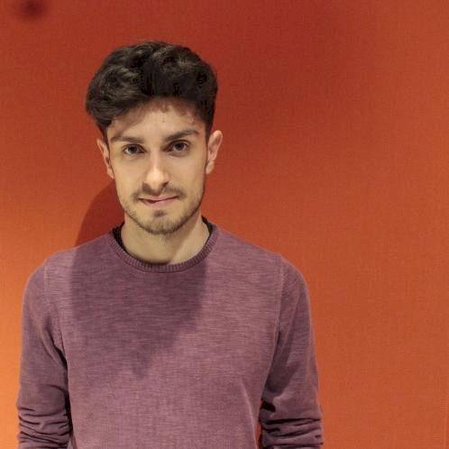 Dimitris - Madrid: Tengo 25 años y estudio física ⚛️🧑...