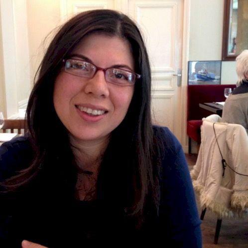 Dolly - Paris: I am a person passionate about languages, (I sp...