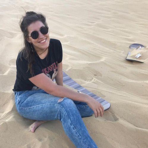 Elizabeth - Dubai: Hi! My name is Lizzi, I'm a zookeeper liv...