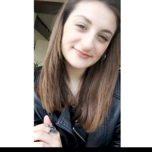Emine - Vilnius: Hi! My name is Emine and I'm from Turkey. I l...