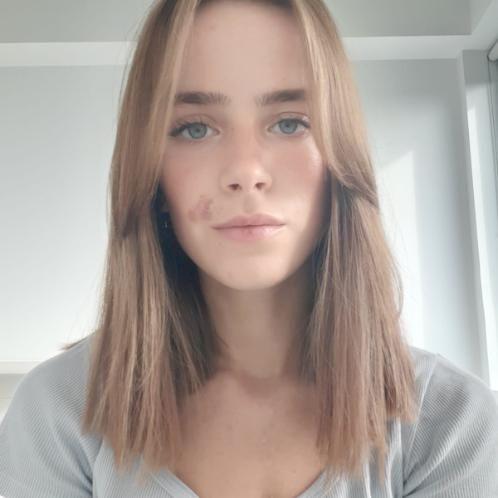 Francesca - Dublin: Hello! My name is Francesca, I am 21 years...