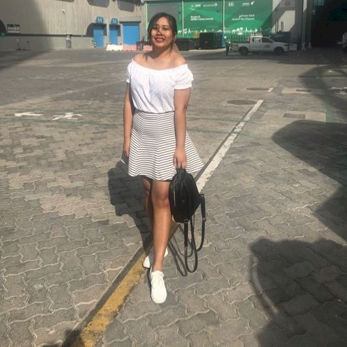 Hnin - Abu Dhabi: Hi I'm snow! I'm final year student of M...