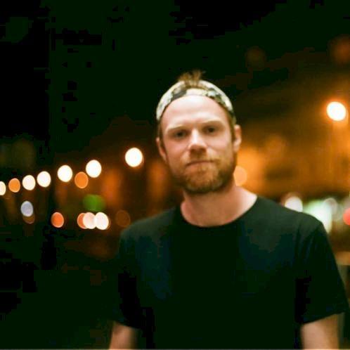 Jake - Prague: I am a native English speaker from the U.S., li...