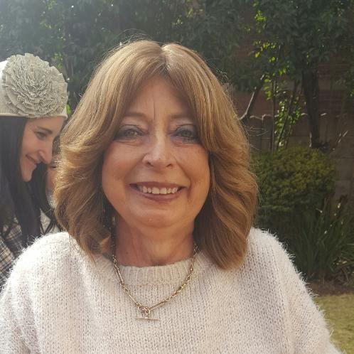 Janet - Johannesburg: I am a native English speaker. I was bor...