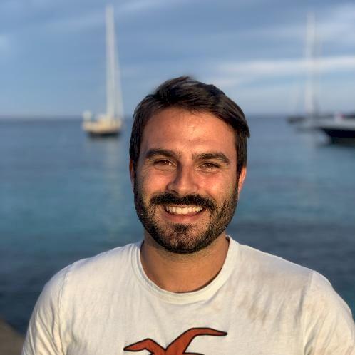 Jose - Barcelona: I am a qualified Spanish teacher and a lingu...