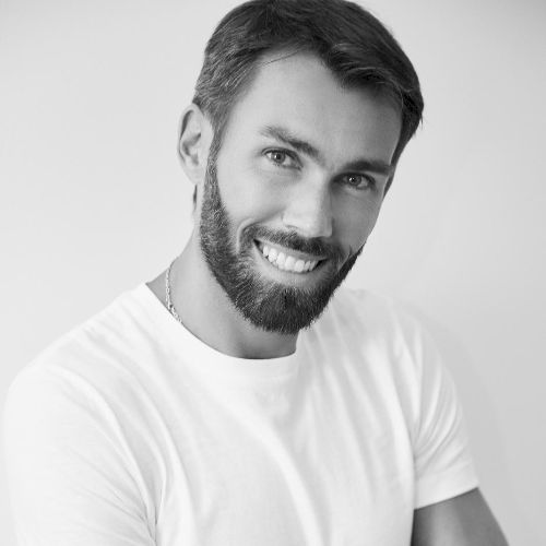 Julien - French Teacher in Dubai: Bonjour Tutoroos students, I...