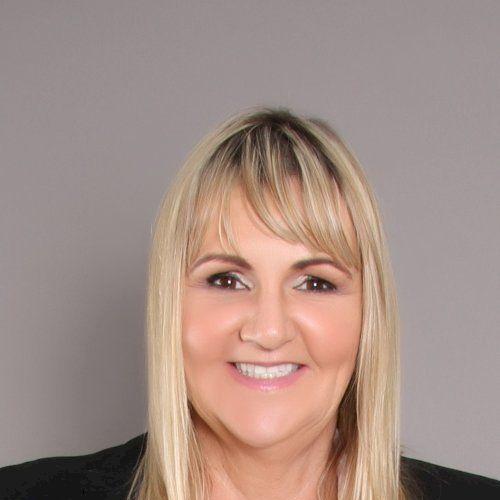 Kathy - English Teacher in Dubai: Hello, my name is Kathy. I w...