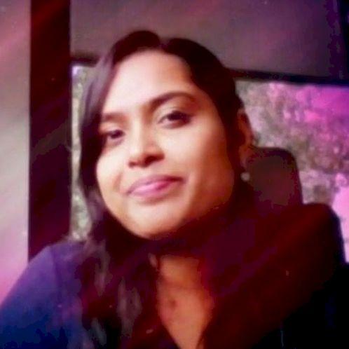 Kavya - Paris: I'm an Indian living in France since higher sec...