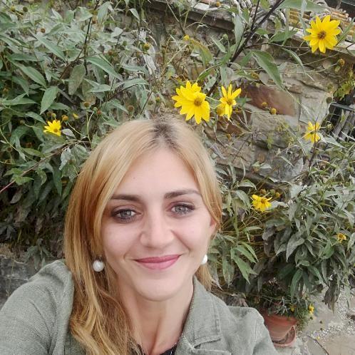 Lavinia - Italian Teacher in Siena: Hi guys! My name is Lavini...